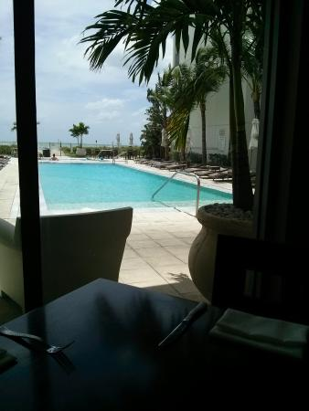 The Wave Kitchen and Bar: pool view