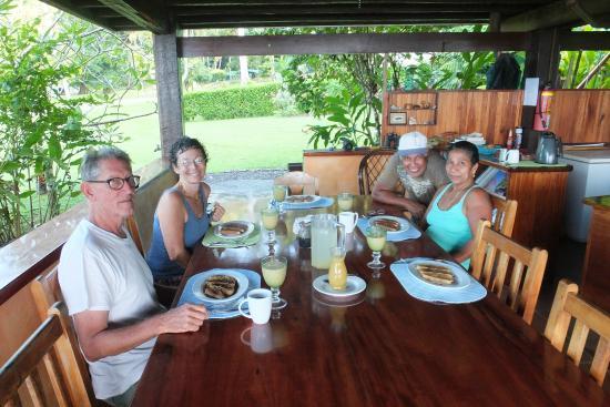 Saladero Eco Lodge: Harvey, Sucan et leurs deux employés