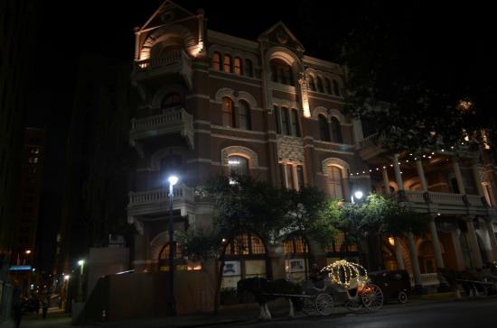 6th Street: hotel di notte