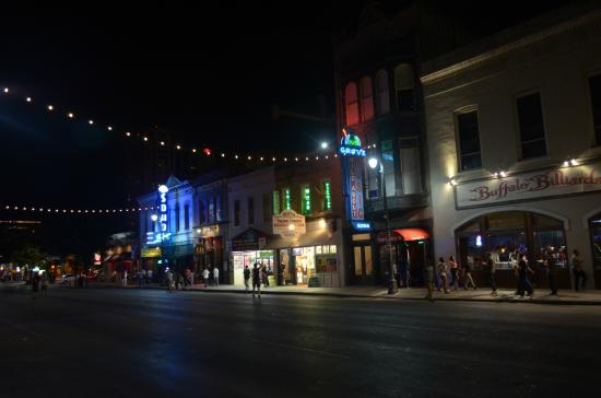 6th Street : la strada di notte