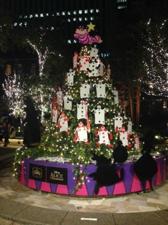 Marunouchi Brick Square: アリスのクリスマスツリー