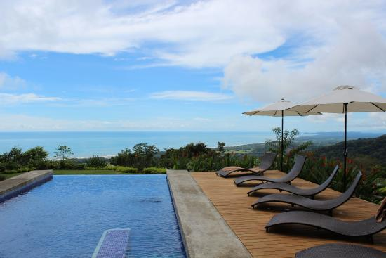 Kalon Surf - Surf Coaching Resort: View from the infinity pool
