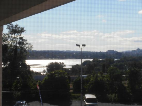 Quality Inn Enola - Harrisburg: View of the river from Car Park