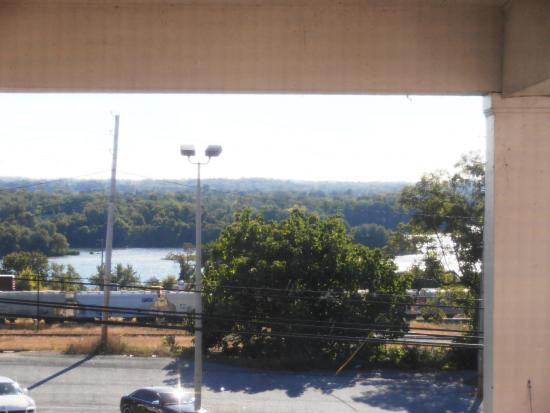 Quality Inn Enola - Harrisburg: View of the River from our room window