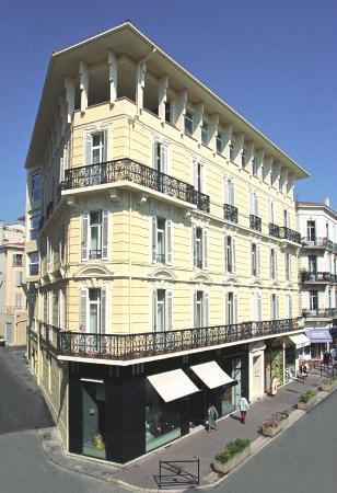 Cannes Croisette Prestige Apparthotel: Bâtiment rue d'Antibes