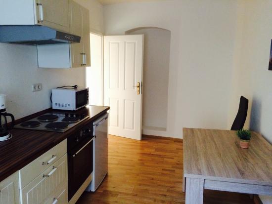 B! Apartments: キッチン