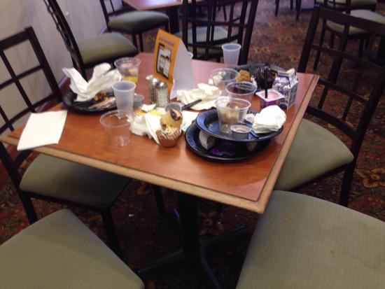 Comfort Inn & Suites: Breakfast today, Sunday 11/16/14