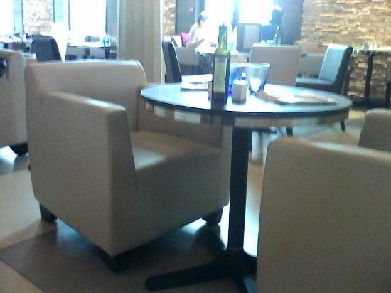 Table Restaurant Sans Nappe