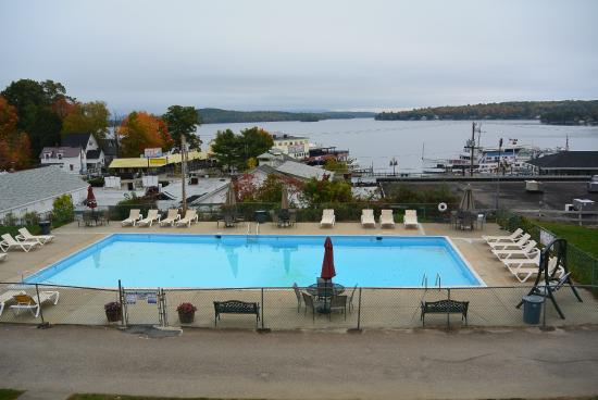 Half Moon Motel & Cottages: View and Pool Area