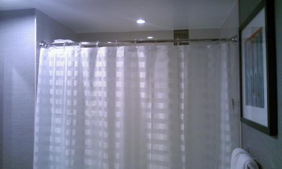 Cortinas De Baño Puerto Rico:Cortina del baño muy limpia – Bild von Hyatt Place Manati, Manati
