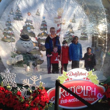 dollywood snow globe