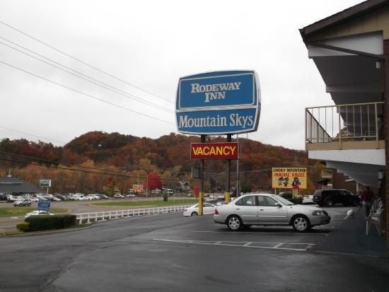 Wild Bear Inn: Look at the colors on the hill