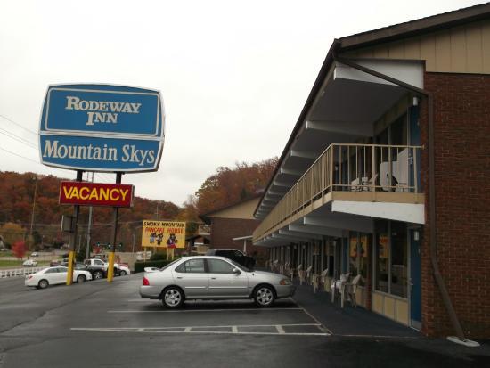 Wild Bear Inn: Rodeway Inn building #2
