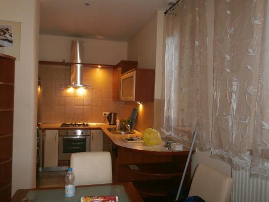 P & J Apartments: cucina