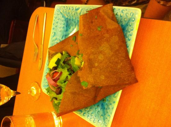 Kous Kous Cafe: Buckwheat crepe with grilled chicken