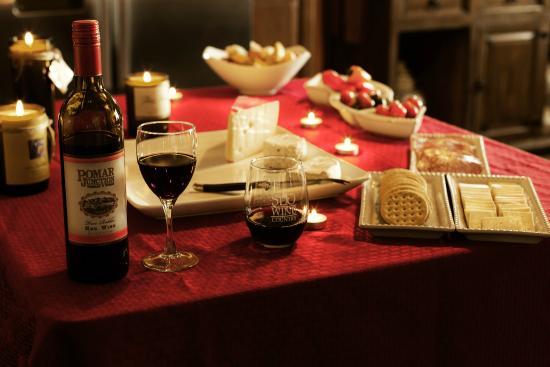 Avila La Fonda Hotel: Experience our wonderful evening wine reception from 5-6:30PM daily!