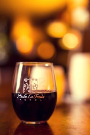 Avila La Fonda Hotel: Receive two complimentary wine glasses at checkin!