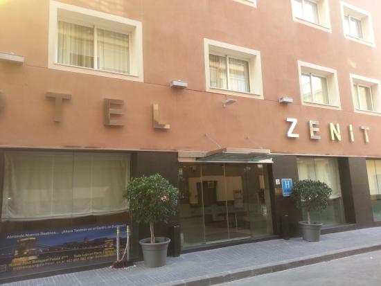 Hotel Zenit Malaga : fachada del hotel