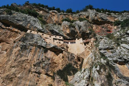 Tzoumerka, กรีซ: Μονή Κηπίνας από το δρόμο