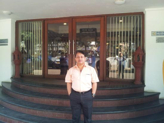 Fortune Park Galaxy,: Yours truly in front of main entrance to hotel