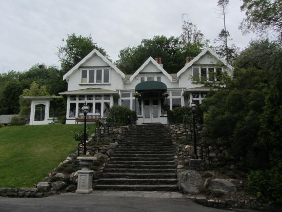 Glenfalloch Woodland Gardens: House