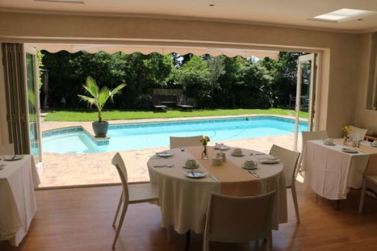Wild Olive Guest House : Frühstücksbereich und Pool
