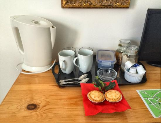 No. 23 Bed and Breakfast: Kettle, tea & coffee and biscuits