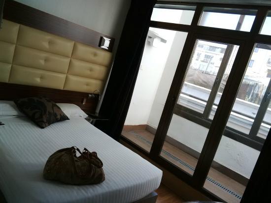 Hotel Petit Palace Cliper Gran Via: Habitacion