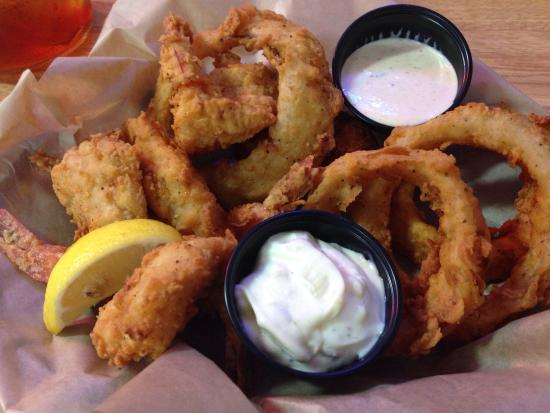 Paw Paw's Catfish House: Fried Shrimp Basket with onion rings