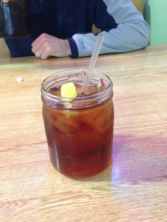 Paw Paw's Catfish House: Sweet tea in a mason jar