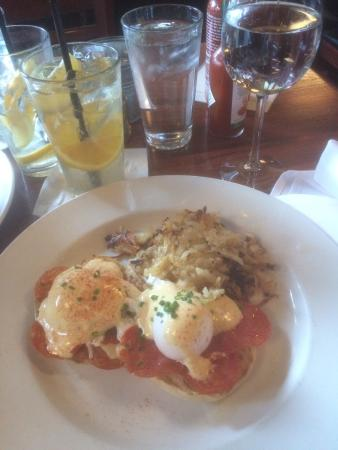 Dunlays on Clark : Eggs Benedict