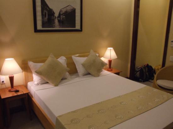 Thien Nga Hotel: camera da 12 usd senza colazione. Con colazione 15 usd
