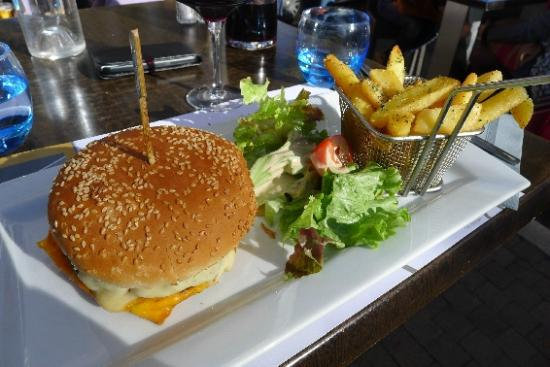 Cafe Le Mirabeau : Cheeseburger Classic