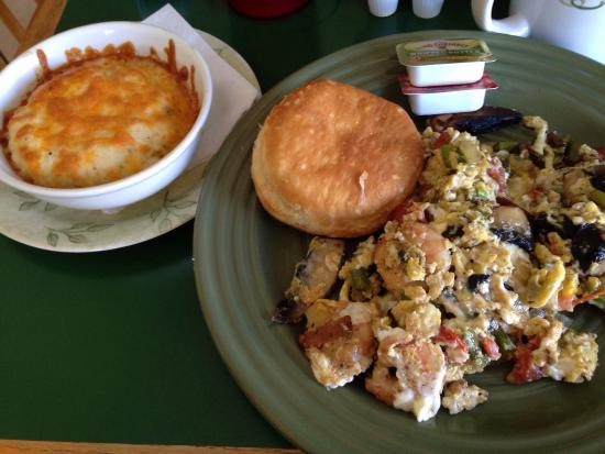 Tortugas Island Grille: Scramble with shrimp, goat cheese & portobello mushrooms. Side of cheese grits & biscuit
