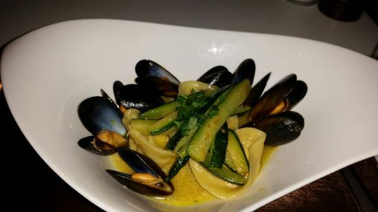 L'Italiano: Prawns tortelloni with mussels and courgettes