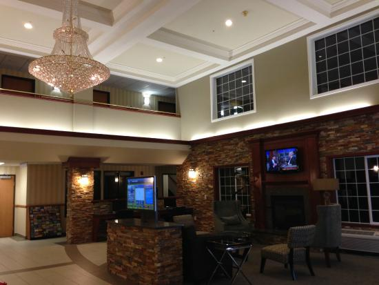 Best Western Plus Vancouver Mall Drive Hotel and Suites: Hotel lobby