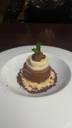 Restaurante la Mirta: Tarta 3 chocolates con petazetas