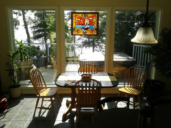 Post & Pelican B&B: Waterfront view from the kitchen island