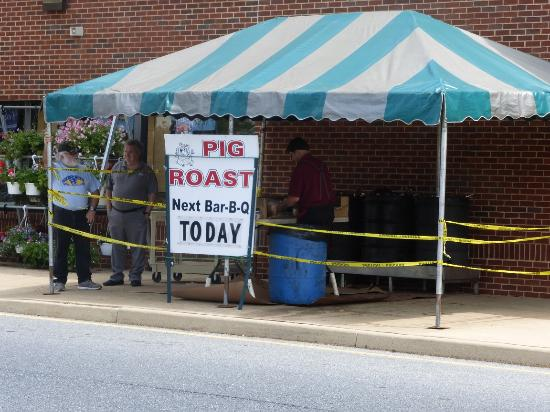Stoltzfus Pig Roast at Dutch Country Farmers Market
