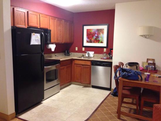 Residence Inn Springfield: Kitchen