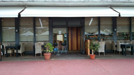 A Portuguesa : Entrada do restaurante