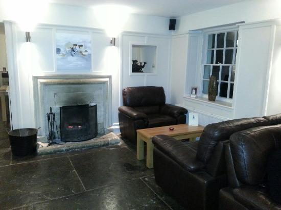 The Bell Inn: Comfortable sofas with a real fire. Just right for an after dinner coffee
