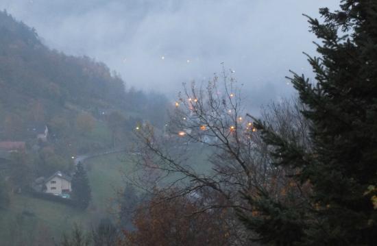Auberge du Mehrbachel: Vallée à la tombee de la nuit.