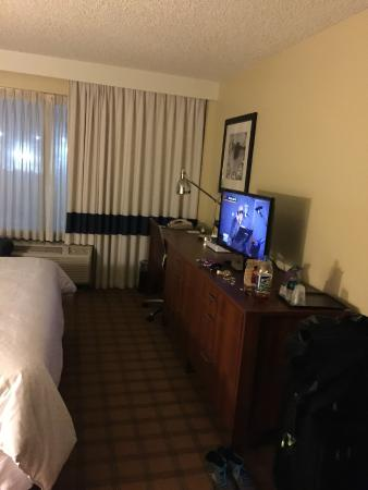 Four Points by Sheraton Los Angeles International Airport : Small room, king bed