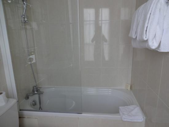 Acacias Etoile Hotel: Bathroom