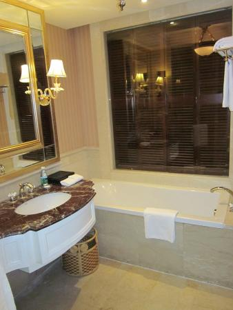 Ritan International Hotel: Baño