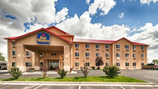 Best Western Laramie Inn & Suites: Front View of Entrance