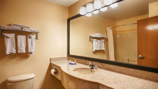 BEST WESTERN Laramie Inn & Suites: Bathroom Vanity