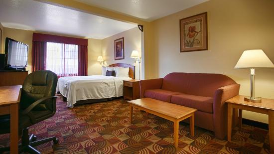 BEST WESTERN Laramie Inn & Suites: Business King Suite