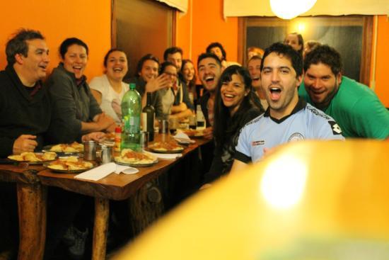 Hostel Achalay: Cenando sorrentinos